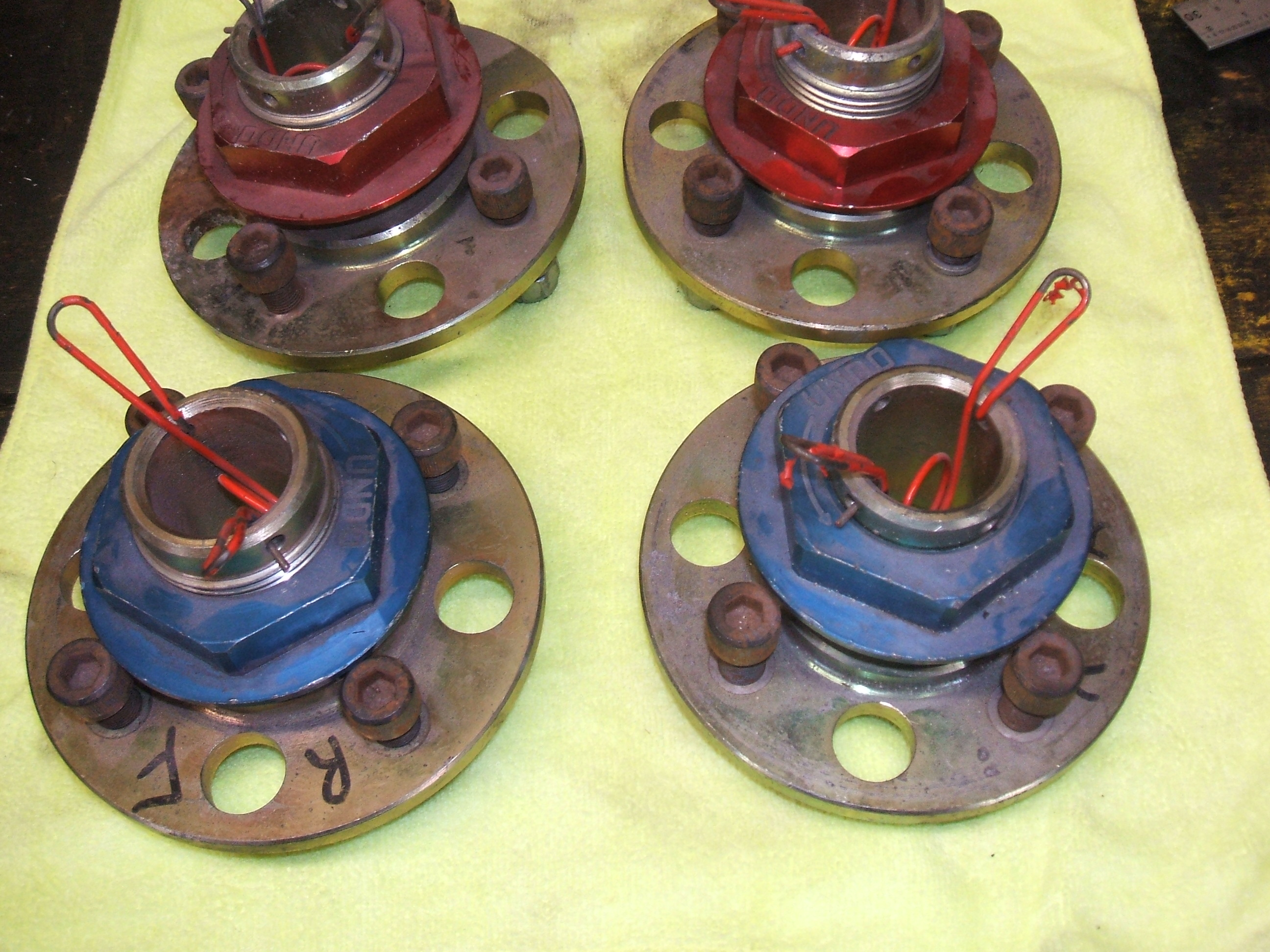 To single large nut ford pcd ideal race or rally car for quick wheel